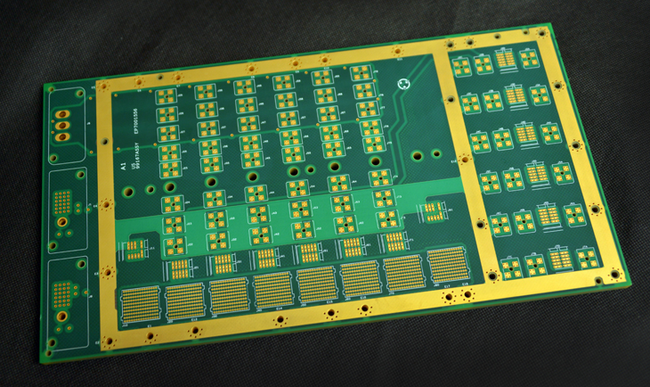 PCB multi-couches