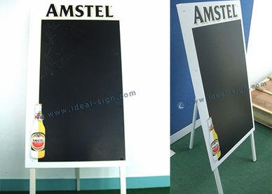 黒板を広告 バーのメニュー黒板 マーケティング黒板 メニュー黒板看板 ヴィンテージ広告黒板 フレーム歩道記号 フレーム歩道の標識 フレーム符号 フレームの兆候 屋外のフレーム兆し