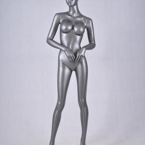 sexy pose vrouwelijke mannequin big breasted