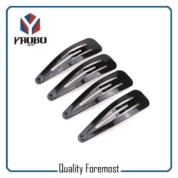 Schwarze Metallclips