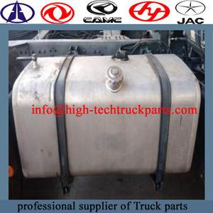 El tanque de combustible del camión Beiben es cuadrado, hecho de acero inoxidable, con un buen sellado.