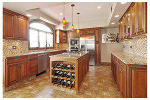 fashion Wooden kitchen with a low price,provide a range of customized kitchen