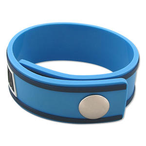 Custom en plastique caoutchouc PVC Sports Wristbands / Bracelets